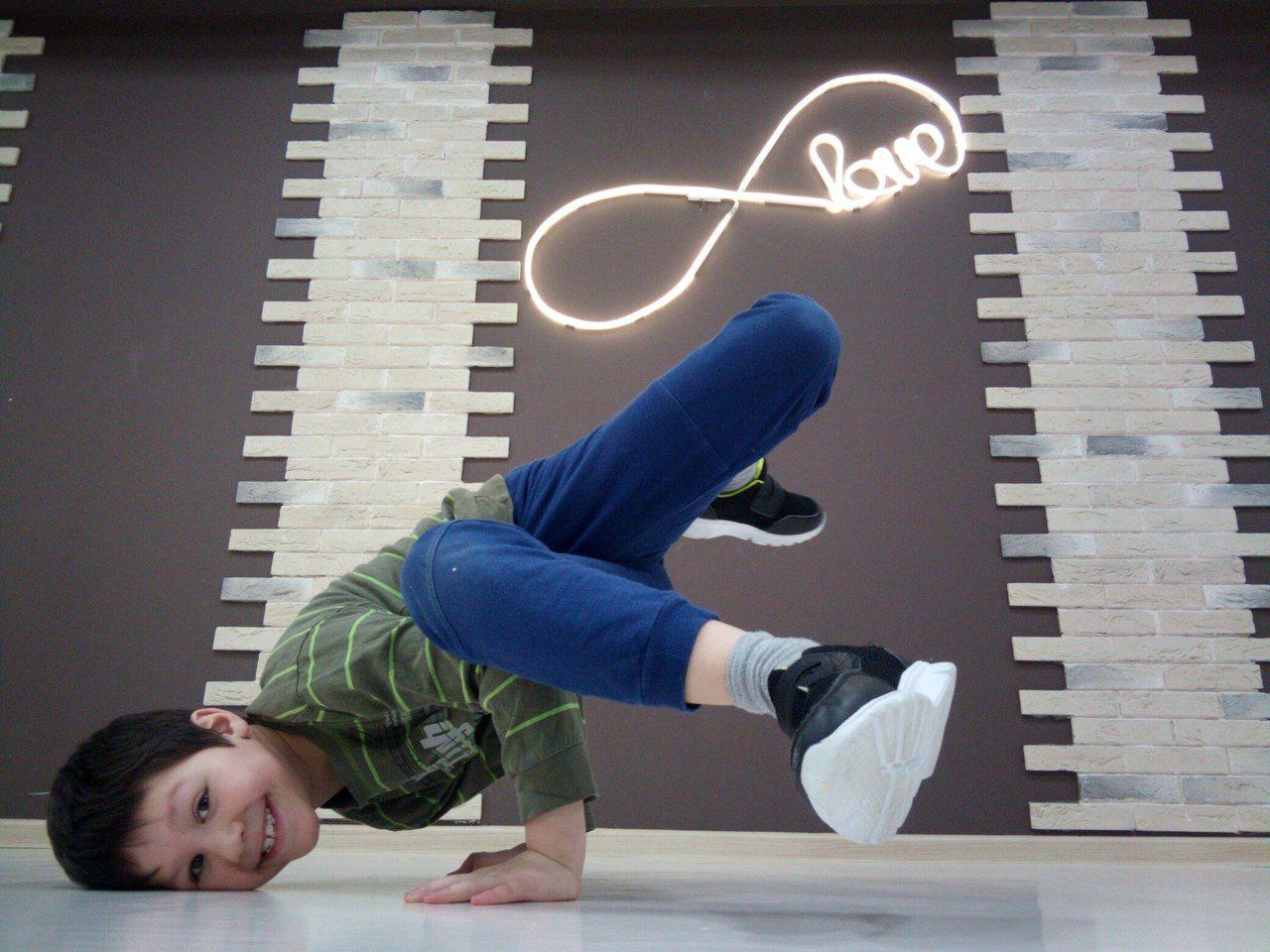 Занятия танцами для детей в школе 5Life