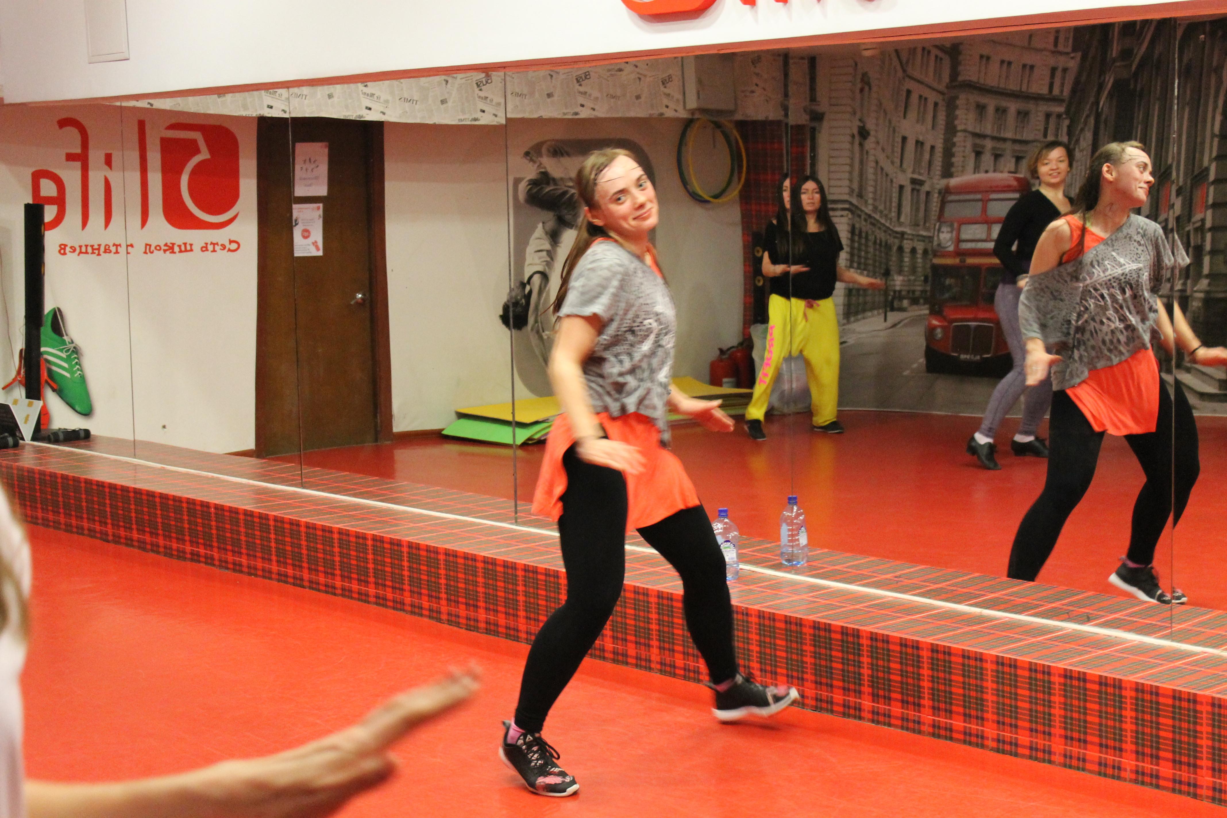 Зумба танец в школе танца 5Life