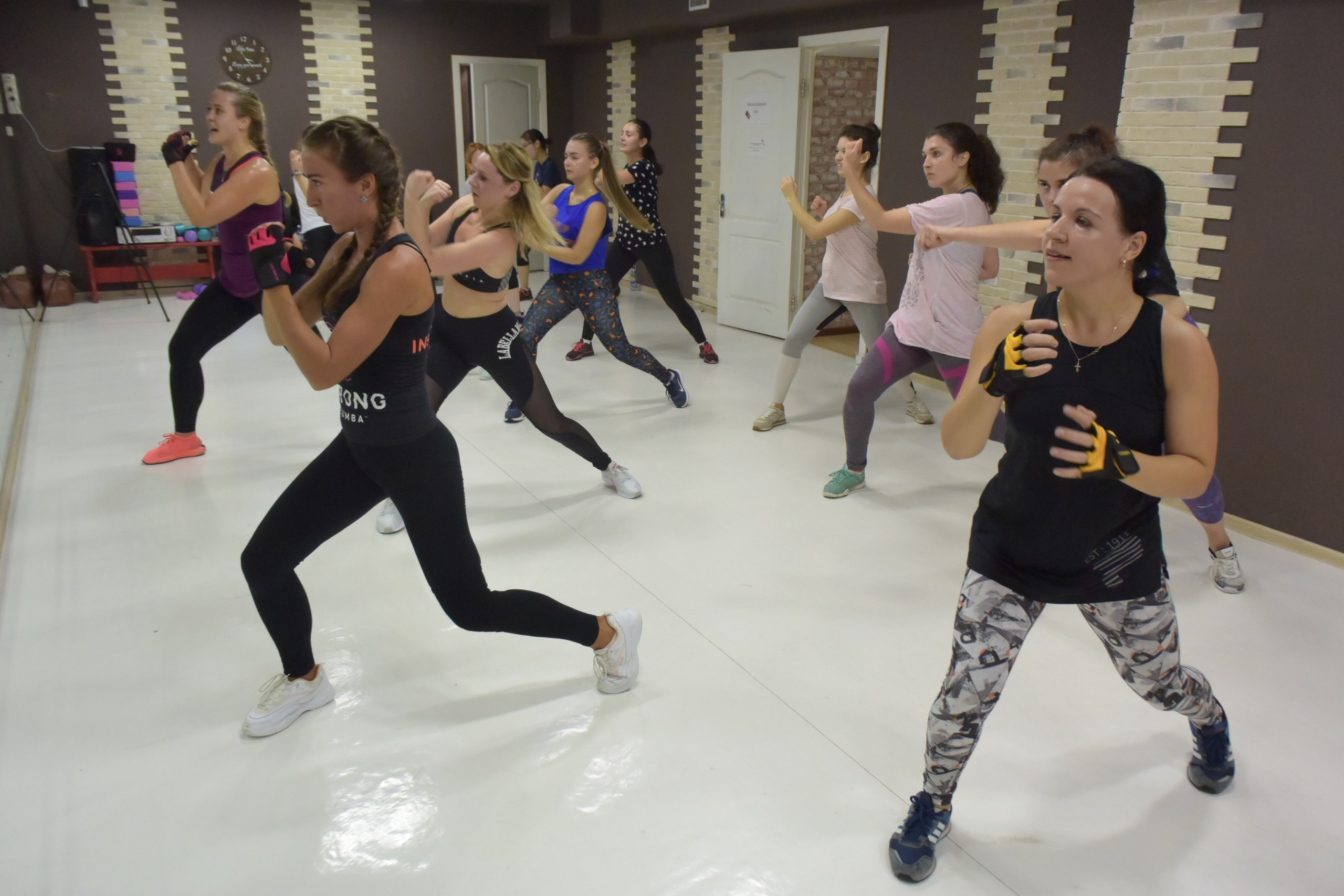 Zumba fitness для всех в школе танцев 5Life